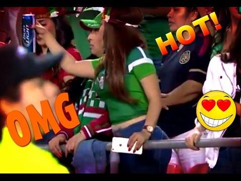 """Sexy aficionada mexicana en el partido """"México vs Paraguay"""""""
